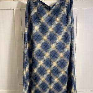 Never worn Eddie Bauer classic long skirt 10